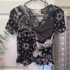NWOT Paisley print ruched bust tie front top!